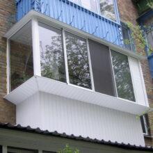 Пластиковые конструкции для остекления окон и балконов